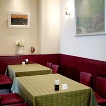 お食事はレストランにてご用意致します。