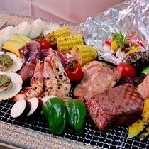 夕日を眺めながら食べるジューシーなお肉・海鮮・野菜のグリル料理は格別です!