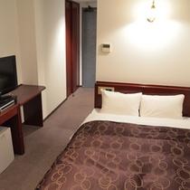 【シングルルーム一例】高速ネット接続可能★ベッドはセミダブルサイズでゆったり♪