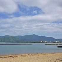当館目の前の人魚の浜海水浴場。夏は海水浴・それ以外の季節はお散歩等お勧めです♪
