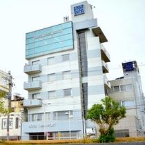 【外観】人魚の浜目の前!若狭小浜白鳥海岸通りに位置するホテルです。