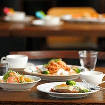 レストラン食事イメージ