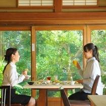 和風レストラン朝食風景