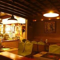 店内は懐かしいインベーダーゲームもあり、昭和の空間でコーヒーや食事と共にノスタルジックな時間を