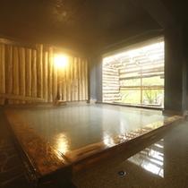 ~わたり湯~ ヒノキの香りが心地よい開放的なお風呂