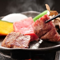 厳選された国産牛の陶板焼きは2年熟成された会津味噌ダレで