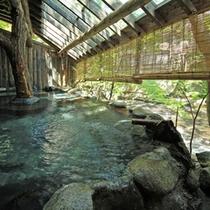 〜千年の湯〜渓流沿いの露天風呂は20:00から貸切風呂に