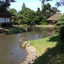 【御薬園】四季折々に花が咲き誇り、歴代の藩主が愛した庭園の風情を深めてくれます。