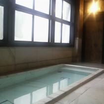 〜千年の湯 大理石風呂〜 露天風呂に併設される自噴の湯