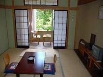 使い勝手の良い8畳の和室(トイレ付)ファミリーやグループ旅行に最適