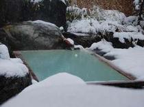 満天の星空を仰ぐ雪見の露天風呂。大切な方と乳白色の名湯を楽しみたい②