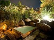 満天の星空を仰ぐ夜の露天風呂。大切な方と乗鞍高原温泉で乳白色の名湯を楽しみたい