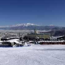 ホテルはスキー場目の前!