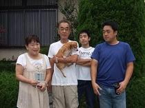 ペット連れ4人家族
