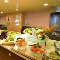 *お夕食一例/ダイナミックな盛り付けで見た目も楽しめます!