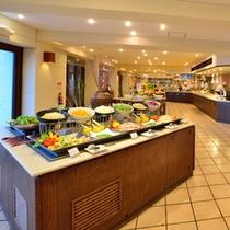 *お夕食一例/新鮮で、趣向を凝らしたサラダもたっぷり。