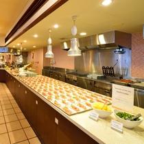 *お夕食一例/ゆとりのスペースなので、お気に入りのお料理が取りやすい!