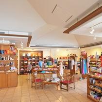 *ブティック/石垣島のお土産や日用品、お薬、水着など、幅広く取り扱っております。