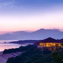 *外観/夕暮れ時の「川平湾」島随一を景観地を一望できる一大リゾート。