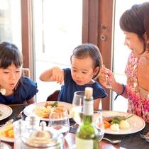 *ご昼食一例/昼食もボリューム満点!毎日テーマが変わるビュッフェでは、お好きなものをお好きなだけ♪