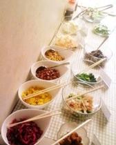 朝食バイキング・サンプル:サラダ・漬物コーナー