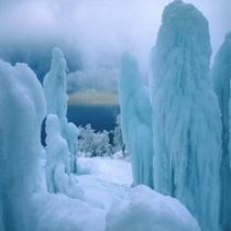 氷のオブジェ『氷瀑』(御在所岳山頂付近)