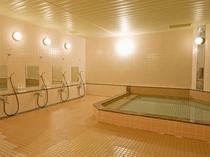 男性浴場 冷えた身体を温めてください。ご宿泊者のタオルはお部屋にございます。
