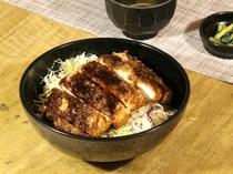 <ランチ>ソースかつ丼 味噌汁・お新香付