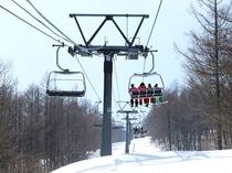 第5クワッドリフト 雪景色を眺めながら頂上へ