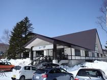 ゲレンデまで徒歩1分の宿泊ロッジ ご宿泊者専用駐車場完備