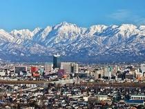 ■周辺:富山の街並みから立山連峰を望む