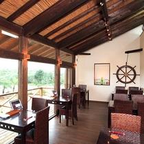 *【隣接レストラン「くくるくみ」】豊かな自然を望む開放的な空間で、沖縄料理を楽しんで。
