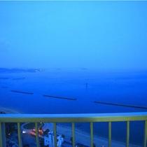 ≪全室オーシャンビュー≫の三河湾を望む客室