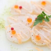 <限定特別ディナー>帆立とイクラのマリネ爽やかな春風のソース