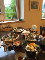 お子様食と大人食(夕食)