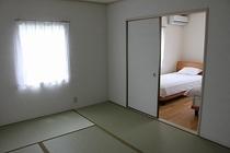 102号室(喫煙可)2F寝室