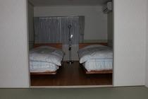 メゾネット101号室、2F寝室