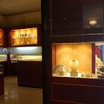 特産品の真珠も販売しております。