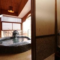 露天ライオン風呂はすぐそこ!