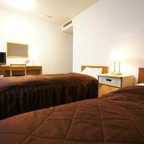 ツインルーム ベッド幅100cmが2台 高速インターネット(有線LAN)完備☆