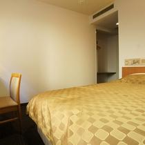 ダブルルーム ベッドサイズは160cmのクイーンベッド