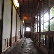 *【廊下】趣ある廊下は非日常を感じるのにピッタリです。
