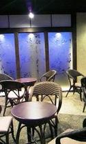 2階・湯上がり広場「眺寿庵」夜は岳温泉街の夜景も楽しめる