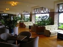 1階・緑あふれるコーヒーラウンジ「エルパティオ」営業時間8:00オープン〜18:00クローズ