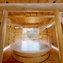 吉の湯高野槙造りの露天風呂