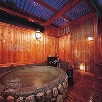 木のぬくもりのある貸切露天風呂は、24時間いつでも入浴可能♪