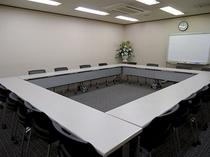 地下会議室(ロの字形式)