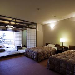 和洋室(セミダブルベッド2台+和室6畳■1F)