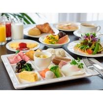 日本の四季を織り込んだ洋食メニューと、和惣菜などをバイキングスタイルでお楽しみいただけます。