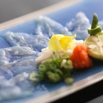 噛みしめるほどに底知れない旨味と甘味が口の中一杯に広がる「淡路島3年とらふぐてっさ」≪料理イメージ≫